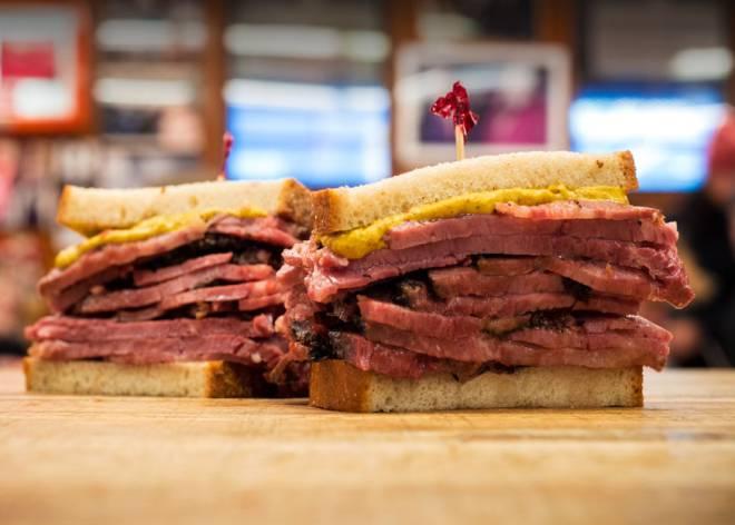 que ver en broadway nueva york Sandwich de Pastrami