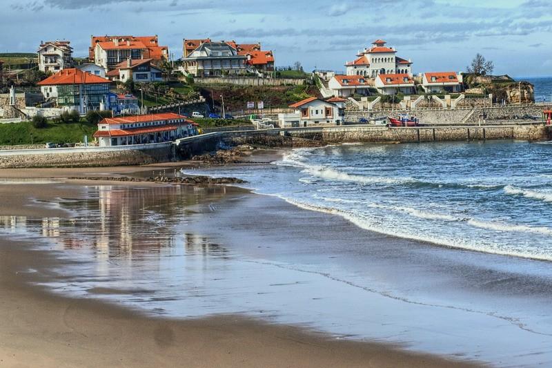 lugares q ver en comillas playa