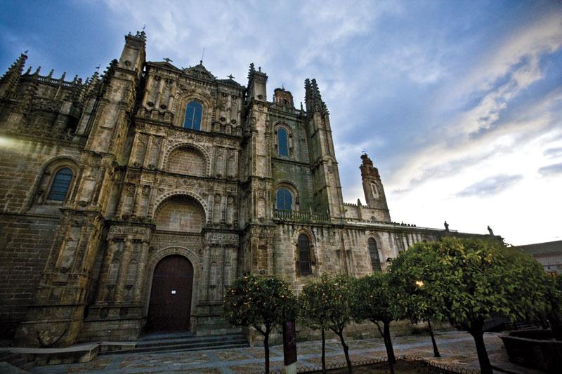 que ver en plasencia italia catedral